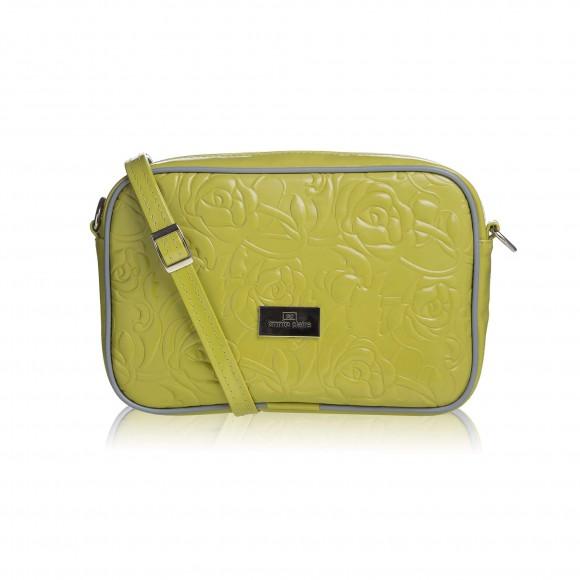036cd96457f0 Tento typ kabelky spoľahlivo ukryje všetky vaše poklady a stane sa  nepostrádateľným kúskom vo vašom šatníku. Nastaviteľné ramienko cez plece a  veľkosť ...